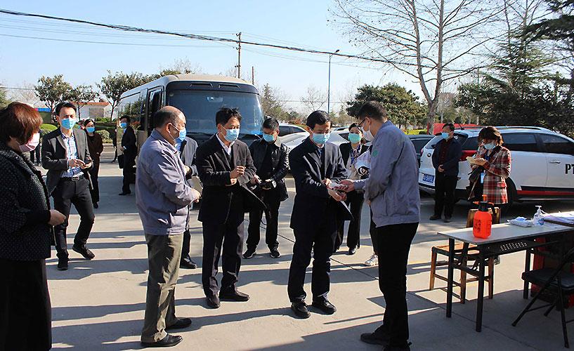 郑州市万副市长莅临长城科工贸指导工作
